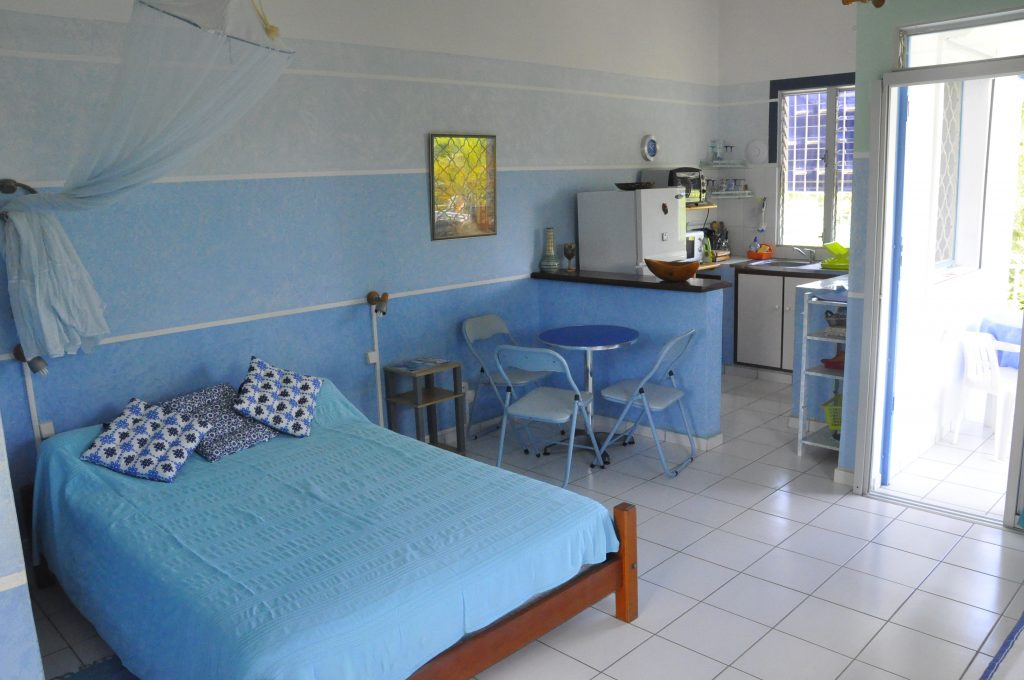 studio-bleu-lit-coin-repas-cuisine