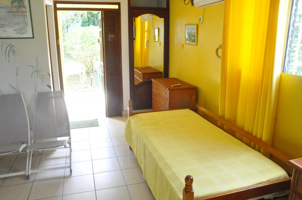 studio-jaune-lit-dappoint
